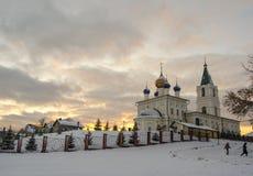 Εκκλησία του ST Michaels με δύο παιδιά Στοκ εικόνες με δικαίωμα ελεύθερης χρήσης