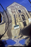 εκκλησία του Stefano santo στη Βερόνα σε μια αντανάκλαση ενός αυτοκινήτου Στοκ εικόνα με δικαίωμα ελεύθερης χρήσης