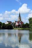 Εκκλησία όχθεων ποταμού Στοκ εικόνα με δικαίωμα ελεύθερης χρήσης