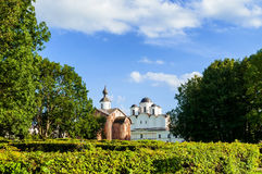 Εκκλησία Pyatnitsa Paraskeva και καθεδρικός ναός του Άγιου Βασίλη σε Veliky Novgorod, Ρωσία Στοκ φωτογραφίες με δικαίωμα ελεύθερης χρήσης