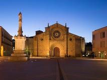 Εκκλησία SAN Pedro και Square Plaza de Santa Τερέζα Avila, Ισπανία, τη νύχτα Στοκ εικόνα με δικαίωμα ελεύθερης χρήσης