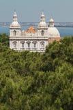 Εκκλησία Santa Engracia, Λισσαβώνα, Πορτογαλία με τον ωκεανό Στοκ εικόνες με δικαίωμα ελεύθερης χρήσης