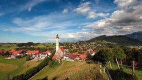 Εκκλησία ST Nikolaus Pfronten στα βαυαρικά όρη Στοκ φωτογραφία με δικαίωμα ελεύθερης χρήσης