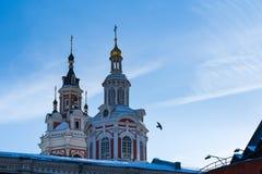 Εκκλησίες του μοναστηριού στο χειμερινό ηλιοβασίλεμα Στοκ Εικόνες
