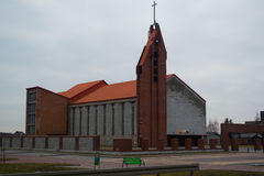 Εκκλησιών οικοδόμησης διαγώνιο τετράγωνο στεγών τούβλων πορτοκαλί στοκ φωτογραφίες