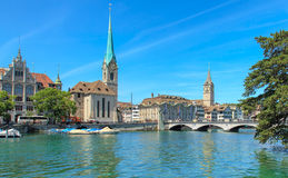 εκκλησιών πόλεων εικονικής παράστασης πόλης ρολογιών προσώπου μεγαλύτερος κόσμος Ζυρίχη πύργων Peter s ST ελβετικός Στοκ Εικόνα