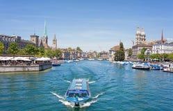 εκκλησιών πόλεων εικονικής παράστασης πόλης ρολογιών προσώπου μεγαλύτερος κόσμος Ζυρίχη πύργων Peter s ST ελβετικός Στοκ Φωτογραφίες