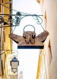 Εκλεκτής ποιότητας άγγελος που καλύπτει το στόμα στις οδούς του Aix-En-Provence Στοκ φωτογραφία με δικαίωμα ελεύθερης χρήσης
