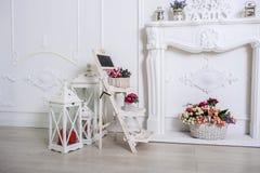 Εκλεκτής ποιότητας άσπρο στούντιο δωματίων στοκ εικόνες