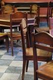 Εκλεκτής ποιότητας έπιπλα ύφους σε έναν καφέ Στοκ Εικόνα