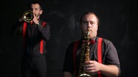Εκλεκτής ποιότητας αναδρομικό ύφος φορέων Saxophone και σαλπίγγων φιλμ μικρού μήκους