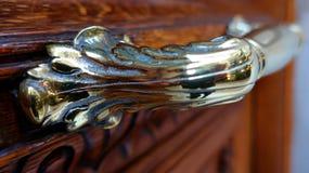 Εκλεκτής ποιότητας ασημένια λαβή πορτών στοκ φωτογραφίες
