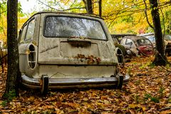 Εκλεκτής ποιότητας βαγόνι εμπορευμάτων σταθμών της VW - τύπος ΙΙΙ του Volkswagen - Πενσυλβανία Junkyard στοκ εικόνα με δικαίωμα ελεύθερης χρήσης