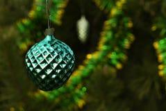 Εκλεκτής ποιότητας διακόσμηση Χριστουγέννων - ένα πράσινο μούρο ή κάτι παρόμοιο; Στοκ Φωτογραφίες