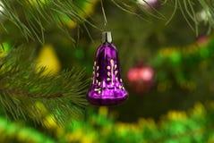 Εκλεκτής ποιότητας διακόσμηση Χριστουγέννων - πορφυρό κουδούνι Στοκ εικόνες με δικαίωμα ελεύθερης χρήσης