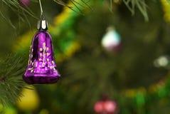 Εκλεκτής ποιότητας διακόσμηση Χριστουγέννων - πορφυρό κουδούνι Στοκ φωτογραφία με δικαίωμα ελεύθερης χρήσης