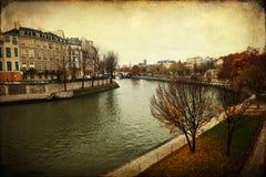 Εκλεκτής ποιότητας εικόνα ύφους του Σηκουάνα στο Παρίσι στοκ εικόνα με δικαίωμα ελεύθερης χρήσης
