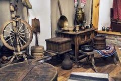 Εκλεκτής ποιότητας εσωτερικό δωμάτιο στο μουσείο της αγροτικής ζωής στην Ουκρανία Ζωή των αρχαίων αγροτών σε ένα χωριό σε ένα ρωσ Στοκ φωτογραφία με δικαίωμα ελεύθερης χρήσης