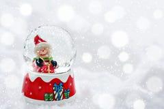 Εκλεκτής ποιότητας κάρτα Χριστουγέννων με τις σφαίρες χιονανθρώπων και Χριστουγέννων Στοκ φωτογραφία με δικαίωμα ελεύθερης χρήσης