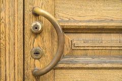 Εκλεκτής ποιότητας καφετιά ξύλινη πόρτα Στοκ Εικόνες