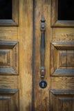 Εκλεκτής ποιότητας καφετιά ξύλινη πόρτα Στοκ εικόνες με δικαίωμα ελεύθερης χρήσης