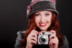 Εκλεκτής ποιότητας κορίτσι μόδας με τη κάμερα Στοκ εικόνα με δικαίωμα ελεύθερης χρήσης