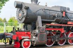 Εκλεκτής ποιότητας μαύρο κινητήριο παλαιό τραίνο ατμού στοκ φωτογραφία