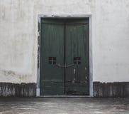 Εκλεκτής ποιότητας παλαιά πράσινη πόρτα Στοκ Εικόνες
