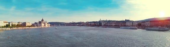 Εκλεκτής ποιότητας πανόραμα της Βουδαπέστης με το φως του ήλιου Στοκ εικόνες με δικαίωμα ελεύθερης χρήσης