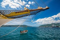 Εκλεκτής ποιότητας πλέοντας σκάφος φρεγάτων που εκπαιδεύει το Μαυροβούνιο στοκ εικόνα με δικαίωμα ελεύθερης χρήσης