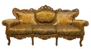 Εκλεκτής ποιότητας πολυθρόνα καναπέδων πολυτέλειας χρυσή που απομονώνεται στο λευκό Στοκ Εικόνες