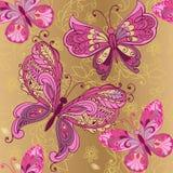 Εκλεκτής ποιότητας ρόδινη πεταλούδα σε ένα χρυσό άνευ ραφής σχέδιο υποβάθρου Διακοσμητικό σκηνικό διακοσμήσεων για το ύφασμα, κλω ελεύθερη απεικόνιση δικαιώματος