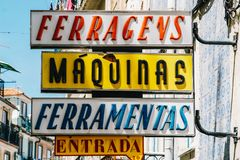 Εκλεκτής ποιότητας σημάδια καταστημάτων στην πόλη της Λισσαβώνας της Πορτογαλίας Στοκ φωτογραφίες με δικαίωμα ελεύθερης χρήσης