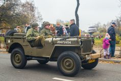 Εκλεκτής ποιότητας στρατιωτική οδήγηση τζιπ Willys στην παρέλαση στοκ φωτογραφία με δικαίωμα ελεύθερης χρήσης