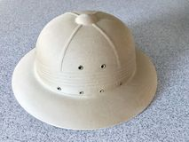 Εκλεκτής ποιότητας στρατιωτικό pith χακί αφρικανικό κράνος καπέλων στοκ φωτογραφία με δικαίωμα ελεύθερης χρήσης