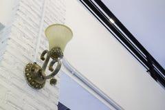 Εκλεκτής ποιότητας φως λαμπτήρων στο σκοτεινό δωμάτιο Στοκ φωτογραφίες με δικαίωμα ελεύθερης χρήσης
