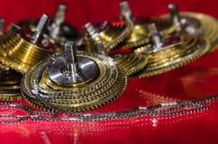 Εκλεκτής ποιότητας Fusee ρολογιών τσεπών αλυσίδα που κουλουριάζεται γύρω από το Fusee κώνο Στοκ Εικόνα