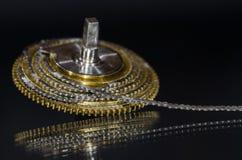 Εκλεκτής ποιότητας Fusee ρολογιών τσεπών αλυσίδα που κουλουριάζεται γύρω από το Fusee κώνο Στοκ εικόνα με δικαίωμα ελεύθερης χρήσης