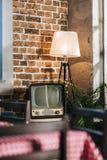 εκλεκτής ποιότητας TV με το κενό εσωτερικό ύφους οθόνης το 1950 s Στοκ εικόνες με δικαίωμα ελεύθερης χρήσης