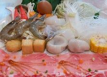 Εκλεκτική εστίαση του κρέατος και του φυτικού συνόλου στοκ εικόνες
