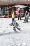 Εκμάθηση να κάνει σκι Στοκ Φωτογραφίες
