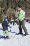 Εκμάθηση να κάνει σκι Στοκ εικόνες με δικαίωμα ελεύθερης χρήσης