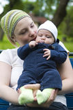 εκμετάλλευση μωρών mom Στοκ Εικόνα