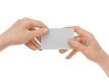 εκμετάλλευση πιστωτικών θηλυκή χεριών καρτών στοκ φωτογραφίες