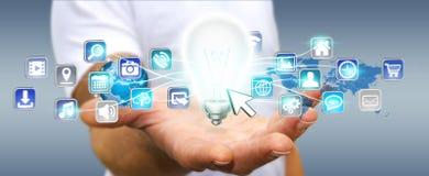 Εκμετάλλευση επιχειρηματιών lightbulb με τα ψηφιακά εικονίδια Στοκ Εικόνα