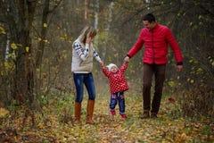 Εκμετάλλευση πατέρων και μητέρων που φωνάζει λίγη κόρη Στοκ Φωτογραφίες