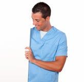 Εκμετάλλευση τύπων νοσοκόμων και εξέταση την κενή αφίσσα Στοκ Φωτογραφία