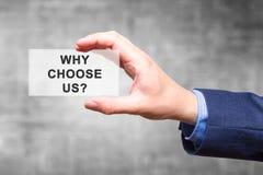 Εκμετάλλευση χεριών επιχειρηματιών γιατί μας επιλέξτε; σημάδι που απομονώνεται στο γκρίζο BA στοκ εικόνα με δικαίωμα ελεύθερης χρήσης