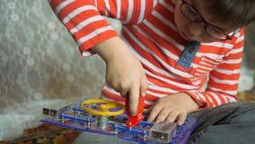 Εκπαιδευτικά εσωτερικά παιχνίδια φιλμ μικρού μήκους