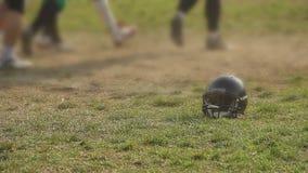 Εκπαιδευτικός στο στάδιο, επαγγελματικοί ποδοσφαιριστές που προετοιμάζεται για το σημαντικό παιχνίδι απόθεμα βίντεο